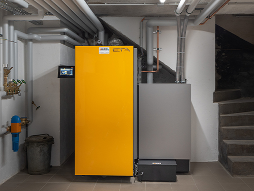 HUCK-Haustechnik-Header-Regenerative-Energien-Hohe-Energieeffizienz-Elektroarbeiten-Solaranlagen-Holz-Pelletsanalgen-Hackschnitzelanlage-Stückholzkessel